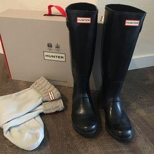 Hunter glossy rain boots with knit socks